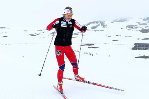 Ingvild Flugstad Østberg trener ved Sognefjellshytta i forbindelse med landslagets samling i juni 2012. Foto: Erik Borg.