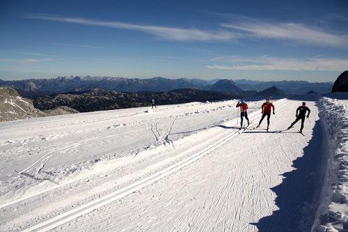 Skitrening på sommersnø handler i hovedsak om å bidra til spesifisitet i treningen. Foto: Petter Soleng Skinstad.