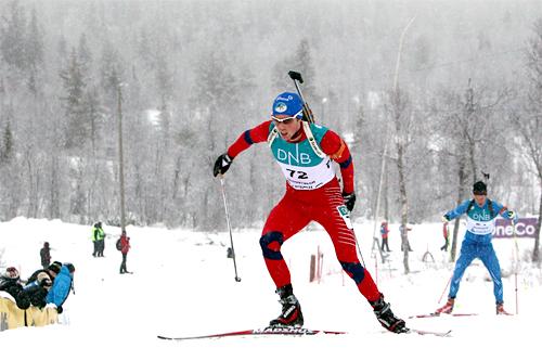 Ronny Hafsås i godt driv underveis mot sin sterke 2. plass på skiskytternes første konkurransedag i Beitosprinten 2012. Foto: Erik Borg.