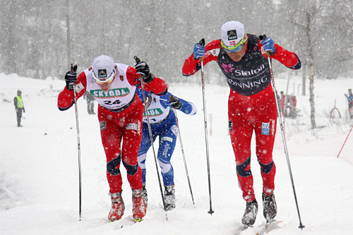 Anders Nøstdahl Gløersen (til venstre) og Eldar Rønning gjør opp om seieren i Beitosprintens sprint 2012. Førstnevnte trakk det lengste strået. De begge er nå tatt ut i Norges verdenscup-tropp til Gällivare. Foto: Geir Nilsen/Langrenn.com.