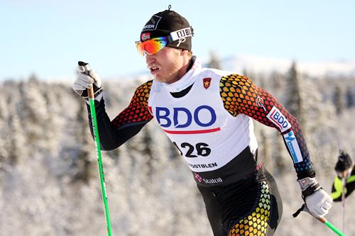 Martin Johnsrud Sundby koster på oppover danskebakken på vei mot 3. plass på 15 km klassisk i Beitosprinten 2012. Foto: Geir Nilsen/Langrenn.com.