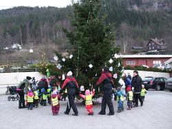 Gang rundt juletreet 2012