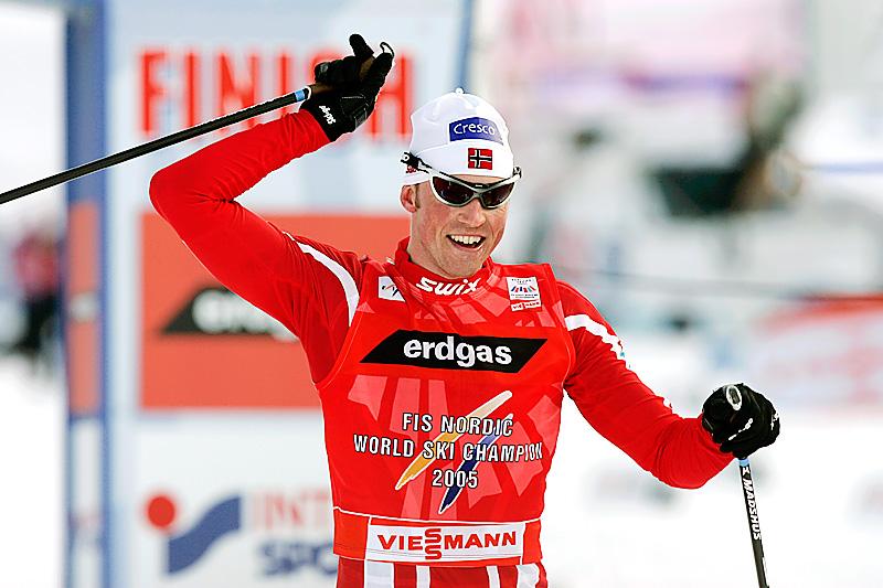 Frode Estil jubler over VM-sølv på 5-mila med fellesstart i klassisk stil i Sapporo 2007. Foto: Furtner/NordicFocus.