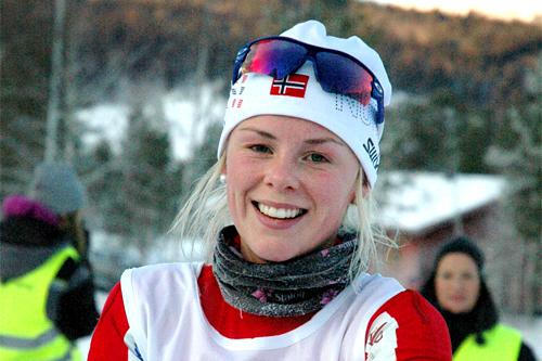 Anne Kjersti Kalvå smiler etter å ha vunnet Rindalsrennet i desember 2012. Foto: Tor Jarle Bolme.