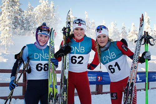 Seierspallen i Gåsburennet, 3. juledag 2012. Fra venstre: Solfrid Braathen (3. plass), Britt Ingunn Nydal (1) og Martine Ek Hagen (2). Foto: Stein Arne Negård.
