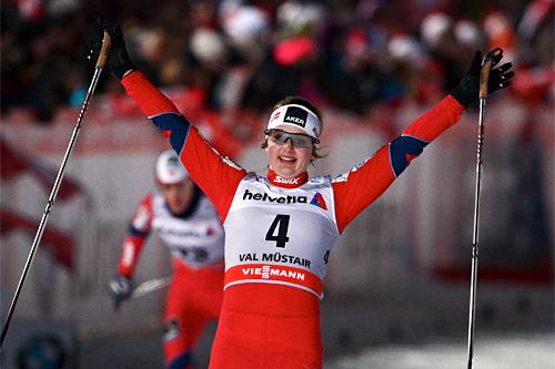 Ingvild Flugstad Østberg jubler over 2. plass på 3. etappe av Tour de Ski 2012-2013 på 1. nyttårsdag i Val Müstair og Sveits. Foto: Felgenhauer/NordicFocus.