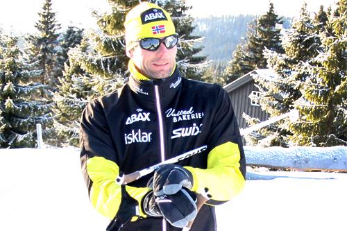 Thomas Alsgaard på vei ut på ski. Foto: Geir Nilsen/Langrenn.com.