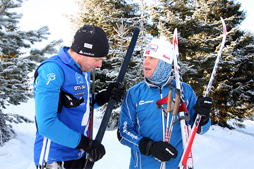 Erling Jevne og Calle Aamodt fra Oslo Sportslager tester ut Madshus REDLINE. Foto: Geir Nilsen/Langrenn.com.