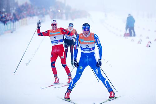 Petter Northug jr. inn til seier på 30 km med skibytte under NM på Gåsbu 2013. Like bak følger Didrik Tønseth og Martin Johnsrud Sundby til sølv og bronse. Foto: Rasmus Kongsøre/Langrenn.com.