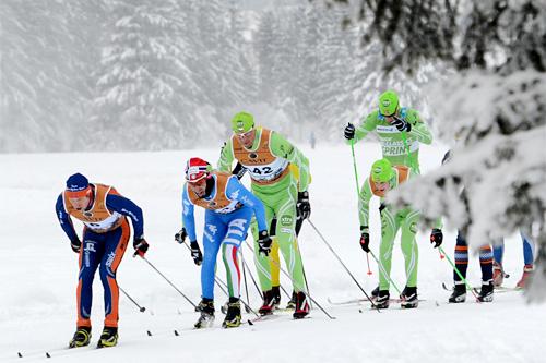 Deler av feltet i Marcialonga 2013. I front Espen Harald Bjerke fra Team Coop, mens Anders Högberg i Team Skigo ligger på halen. Foto: Rauschendorfer/NordicFocus.
