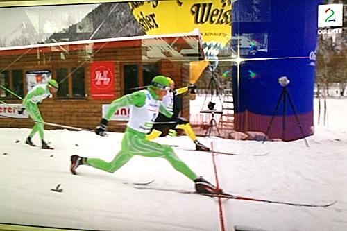 Så jevnt var det da Jerry Ahrlin spurtslo Jörgen Brink og vant König Ludwig Lauf. Bak ser vi Anders Aukland som gikk inn til tredjeplass. Foto: André Borka/Skjermdump TV2