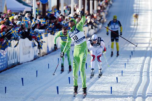 Jørgen Aukland jubler etter å ha nedkjempet sine nærmeste rivaler i spurten om seieren i Vasaloppet 2013. Foto: auschendorfer/NordicFocus.