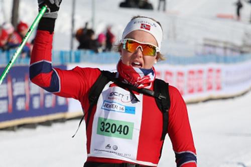 Marte Mæhlum Johansen jubler etter å ha vunnet UngdomsBirken i klassen for Jenter 16 år, 2013. Foto: Eirik Lund Røer/Birken.
