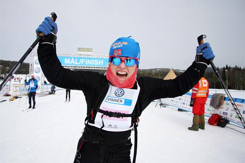 Inger Senderud gikk Hernes Institutt inn til seier i StafettBirkens klasse for kvinner 2013. Foto: Geir Nilsen/Langrenn.com.