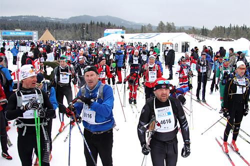 Strømmen av løpere i Birkebeinerrennet er stor. Til 2014-utgaven var det 17.000 påmeldte. Foto: Geir Nilsen/Langrenn.com.