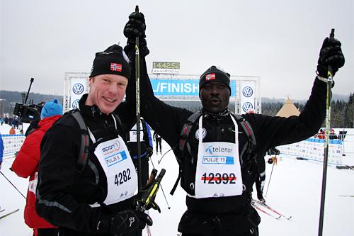 Bjørn Dæhlie og Philip Kimely Boit tok seg gjennom Birkebeinerrennet 2013 i fin stil på en tid rett over 5 timer. Foto: Geir Nilsen/Langrenn.com.