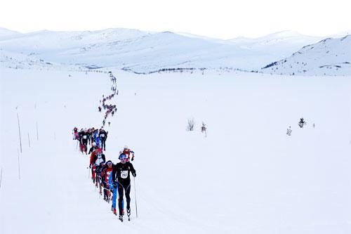 Store deler av det imponerende startfeltet i Lillehammer Troll Ski Marathon 2013 på Ringebufjellet. Foto: Geir Olsen.