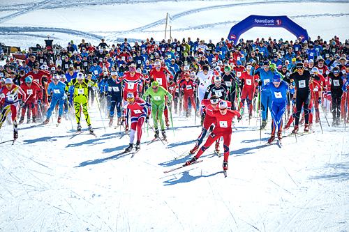 Starten går i en tidligere utgave av Haukelirennet. Foto: Magnus Tjønn.