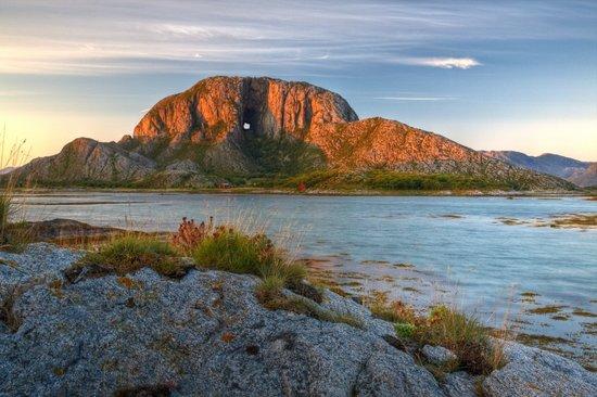torghatten - et mektig fjell