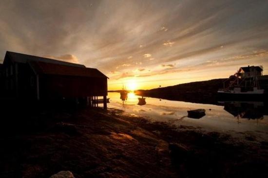 nyte solnedgang fra egen brygge