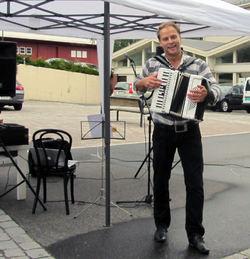 minikonsert i Moi sentrum med populære Odd Arne Sørensen