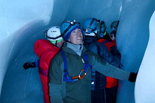 I forbindelse med Svalbard Skimaraton på tampen av sesongen 2012-2013 fikk Eldar Rønning blant annet med seg en grotte-tur. Arrangørfoto.