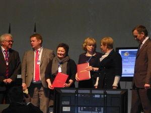 Bilde fra signeringen av samarbeidsavtale 2014-2015 - i Nikel -  mellom SVK Petsjenga rajon oktober 2013