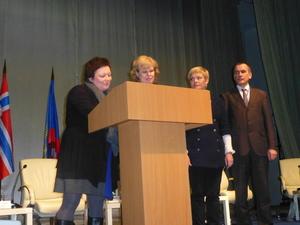 Bilde 3 fra signeringen av samarbeidsavtale 2014-2015 - i Nikel -  mellom SVK Petsjenga rajon oktober 2013.JPG_300x225.jpg
