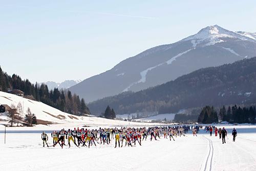 Turrennet Dobbiaco - Cortina går i vakre omgivelser. Foto: Cortina Turismo.