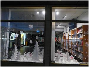 Vindusdekor av juleskogen  laget av kunstskoleni Nikel_300x226.jpg