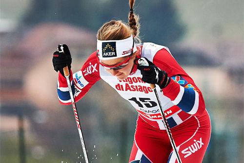 Ingvild Flugstad Østberg står på i sprint-prologen under verdenscupen i Asiago i desember 2013. Foto: Felgenhauer/NordicFocus.