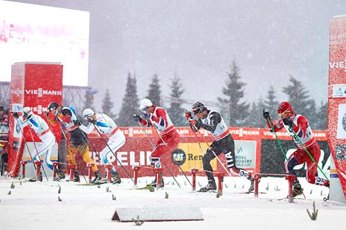 Martin Johnsrud Sundby, nærmest kameraet, på startstreken i sprint-finalen under Tour de Ski 2013-2014 sin 2. etappe i Oberhof . Foto: Felgenhauer/NordicFocus.