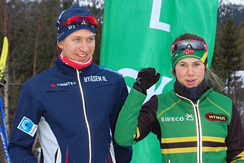 Spurtprisvinnerne i Sigurd Fremos Minneløp. Fra venstre: Johan Riseth Hammer og Berit Gjelten. Gjelten vant også kvinneklassen. Hammer ble nummer to blant herrene. Foto: Eirin Folde/Flå IL.