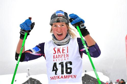 Astrid Øyre Slind i det hun passerer målstreken i Skeikampenrennet 2014 med en vinnertid nær 2 minutter bedre enn nest beste løper. Foto: Torger Fenstad..
