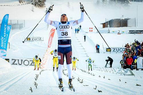 Rikard Tynell jubler over å ha vunnet første renn i Swix Ski Classics 2014, La Diagonela i Sveits. Foto: Magnus Östh/Swix Ski Classics.