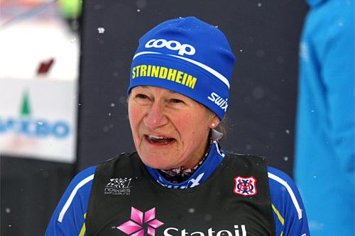 I en alder av 57 år gjorde Berit Aunli comeback, da hun gikk andre etappe for Strindheims andrelag under NM-stafetten 2014. Nå er hun også ventet til start i Flyktningerennet. Foto: Geir Nilsen/Langrenn.com.