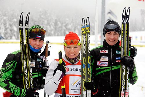 Topp tre i Dolomitenlauf 2014. Fra venstre: Julia Tikhonova (2), Riita-Liisa Roponen (1) og Olga Rotcheva (3). Foto: Mandl/NordicFocus.