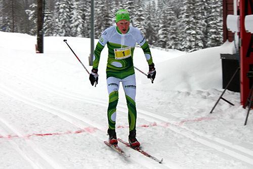 Anders Mølmen Høst går inn til klar seier i Stenfjellrunden 2014. Foto: Arrangør.