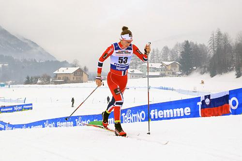 Tiril Udnes Weng underveis i 5-kilometeren der hun ble nummer 12 under Junior-VM i Val di Fiemme 2014. Foto: Erik Borg.