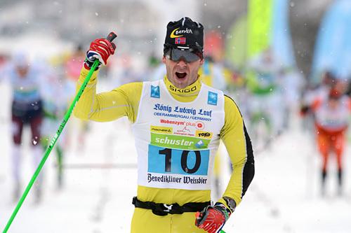 Artikkelen er fra 2003. Bildet viser derimot at Team United Bakeries-løperen Johan Kjølstad går i mål til seier i König Ludwig Lauf 2014. Foto: Rauschendorfer/NordicFocus.