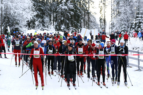 En av puljene i Holmenkollmarsjen 2014 er klare for start. Foto: Magnus Nyløkken/Skiforeningen.