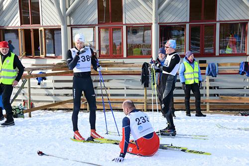 Topptrioen i Skardilten 2014. Vinner Leif Harald Sættem til venstre, stakeren Frode Nakken nede i midten og Magnus Eriksson til høyre. Arrangørfoto.