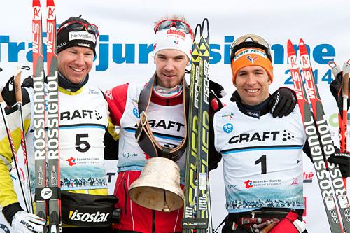Herrenes seierspall i FIS Marathon Cup-rennet La Transjurassienne 2014 i fristil. Fra venstre: Toni Livers (3. plass), Mathias Wibault (1) og Benoît Chauvet (2). Foto: Becker/NordicFocus.