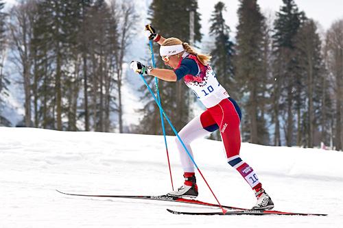 Astrid Uhrenholdt Jacobsen ute i OL-sprinten i Sotsji 2014. Da det hele var over endte fasiten på en sterk 4. plass, tross stavbrekk underveis i selve finalen. Foto: NordicFocus.
