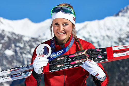 Ingvild Flugstad Østberg med sølvet hun vant på sprinten under OL i Sotsji 2014. Foto: NordicFocus.