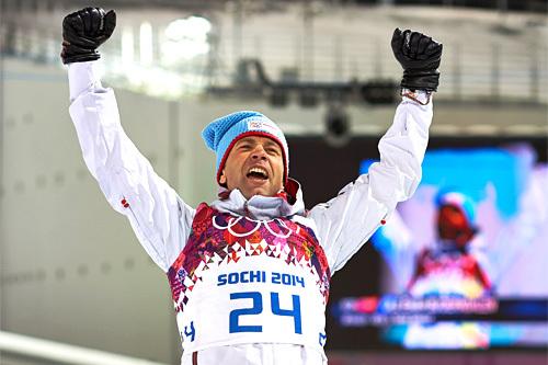 Ole Einar Bjørndalen jubler etter sitt første av flere OL-gull under lekene i Sotsji 2014. Foto: NordicFocus.