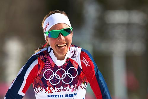 Kristin Størmer Steira sklir fornøyd over målstreken etter å ha sikret seg 3. plass på 3-mila fellesstart under Sotsji-OL 2014. Foto: NordicFocus.