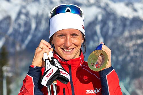 Marit Bjørgen med deler av sin medaljefangst fra OL i Sotsji 2014. Foto: NordicFocus.