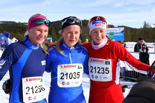 Seierspallen på 15 kilometer i Ingalåmi 2014. Marthe Bjørnsgaard i midten vant foran Ane Blomseth Johnsen (til venstre) og Sofie Nordsveen-Hustad. Foto: Kristin Roset/Ingalåmi/Birken.