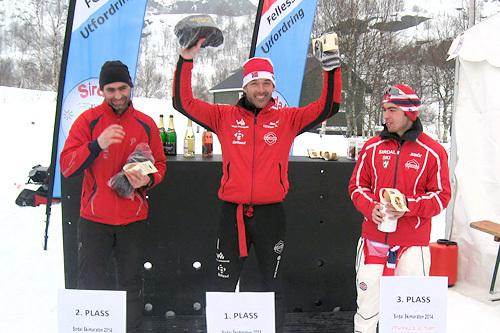 Herrenes seierspall i Sirdal Skimaraton 2014. Fra venstre: Lars Sigve Oftedal (2. plass), Torgeir Nevland (1) og Tor Jøran Ravndal (3). Arrangørfoto.